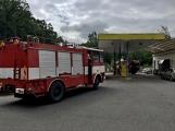 Právě teď: Několik hasičských jednotek zasahuje při požáru nákladního vozidla u čerpací stanice (5)