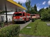 Právě teď: Několik hasičských jednotek zasahuje při požáru nákladního vozidla u čerpací stanice (2)