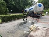 Právě teď: Několik hasičských jednotek zasahuje při požáru nákladního vozidla u čerpací stanice (1)
