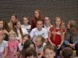 Loučení s Janem Pechlákem, ředitelem základní školy na Březových Horách, se neobešlo bez slz. Dojemné rozloučení přichystal pro svého nadřízeného pedagogický sbor i žáci (22)