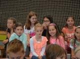 Loučení s Janem Pechlákem, ředitelem základní školy na Březových Horách, se neobešlo bez slz. Dojemné rozloučení přichystal pro svého nadřízeného pedagogický sbor i žáci (24)