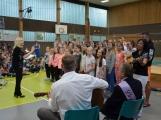 Loučení s Janem Pechlákem, ředitelem základní školy na Březových Horách, se neobešlo bez slz. Dojemné rozloučení přichystal pro svého nadřízeného pedagogický sbor i žáci (14)