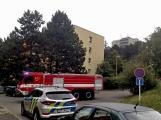"""Aktuálně: Nahlášený požár výškové budovy povolal několik jednotek hasičů. Na místě se zjistilo, že se """"jen"""" griluje na balkoně (4)"""