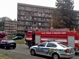 """Aktuálně: Nahlášený požár výškové budovy povolal několik jednotek hasičů. Na místě se zjistilo, že se """"jen"""" griluje na balkoně (1)"""