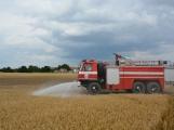 Současné sucho a polní práce přidělávají práci hasičům. Na Příbramsku během hodiny vyjeli dvakrát. (12)