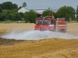 Současné sucho a polní práce přidělávají práci hasičům. Na Příbramsku během hodiny vyjeli dvakrát. (3)