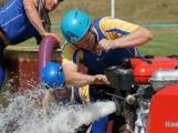Přijít fandit na hasičskou soutěž se opravdu vyplatí, důvod je prostý. Mezi hasiči se pohybuje i spousta vnadných hasiček (7)