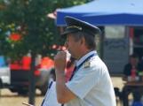Přijít fandit na hasičskou soutěž se opravdu vyplatí, důvod je prostý. Mezi hasiči se pohybuje i spousta vnadných hasiček (10)
