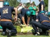 Přijít fandit na hasičskou soutěž se opravdu vyplatí, důvod je prostý. Mezi hasiči se pohybuje i spousta vnadných hasiček (17)