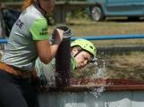 Přijít fandit na hasičskou soutěž se opravdu vyplatí, důvod je prostý. Mezi hasiči se pohybuje i spousta vnadných hasiček (13)