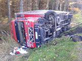 Za Věšínem došlo k vážné nehodě, přistává zde vrtulník (5)