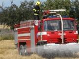 Boj s ohnivým živlem krok za krokem. Hasiči zdolávají požár pole u Horčápska. (6)