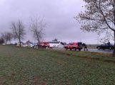 Vážná nehoda u Chraštiček: Autobus na boku a uzavřená silnice (1)