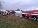 Vážná nehoda u Chraštiček: Autobus na boku a uzavřená silnice (4)