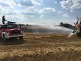 Aktuálně: Mimořádné nasazení hasičů si momentálně vyžádala likvidace požáru pole na Rožmitálsku (29)