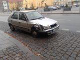 Vůz narazil do zábradlí u Jedničky, řidič byl opilý ()