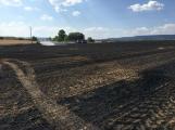 Aktuálně: Mimořádné nasazení hasičů si momentálně vyžádala likvidace požáru pole na Rožmitálsku (40)