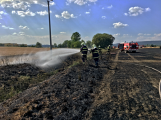 Aktuálně: Mimořádné nasazení hasičů si momentálně vyžádala likvidace požáru pole na Rožmitálsku (3)