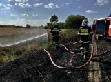 Aktuálně: Mimořádné nasazení hasičů si momentálně vyžádala likvidace požáru pole na Rožmitálsku (2)