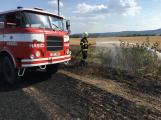 Aktuálně: Mimořádné nasazení hasičů si momentálně vyžádala likvidace požáru pole na Rožmitálsku (1)