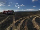 Aktuálně: Mimořádné nasazení hasičů si momentálně vyžádala likvidace požáru pole na Rožmitálsku ()