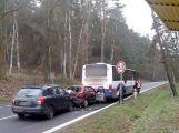 Mezi Oborami a Dublovicemi se srazily dva vozy a autobus ()