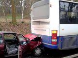 Mezi Oborami a Dublovicemi se srazily dva vozy a autobus (3)