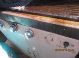 Znečištěný plynový gril v době kontroly (1)