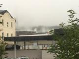AKTUÁLNĚ: V příbramských Kovohutích hoří, na místě zasahuje několik hasičských jednotek (23)