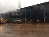 AKTUÁLNĚ: V příbramských Kovohutích hoří, na místě zasahuje několik hasičských jednotek (26)
