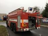 AKTUÁLNĚ: V příbramských Kovohutích hoří, na místě zasahuje několik hasičských jednotek (30)