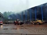 AKTUÁLNĚ: V příbramských Kovohutích hoří, na místě zasahuje několik hasičských jednotek (32)