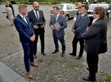 Kulturní dům se možná dočká rekonstrukce. Přislíbil ji ministr kultury Staněk a zastupitel města Petr Větrovský (25)
