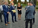 Kulturní dům se možná dočká rekonstrukce. Přislíbil ji ministr kultury Staněk a zastupitel města Petr Větrovský (5)