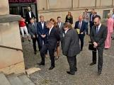 Kulturní dům se možná dočká rekonstrukce. Přislíbil ji ministr kultury Staněk a zastupitel města Petr Větrovský (8)