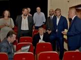 Kulturní dům se možná dočká rekonstrukce. Přislíbil ji ministr kultury Staněk a zastupitel města Petr Větrovský (11)