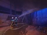 AKTUÁLNĚ: V příbramských Kovohutích hoří, na místě zasahuje několik hasičských jednotek (34)