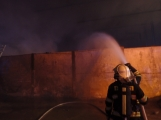 AKTUÁLNĚ: V příbramských Kovohutích hoří, na místě zasahuje několik hasičských jednotek (35)
