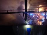 AKTUÁLNĚ: V příbramských Kovohutích hoří, na místě zasahuje několik hasičských jednotek (1)