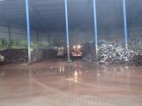 AKTUÁLNĚ: V příbramských Kovohutích hoří, na místě zasahuje několik hasičských jednotek (2)