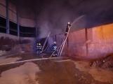 AKTUÁLNĚ: V příbramských Kovohutích hoří, na místě zasahuje několik hasičských jednotek (3)