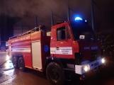 AKTUÁLNĚ: V příbramských Kovohutích hoří, na místě zasahuje několik hasičských jednotek (7)