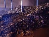 AKTUÁLNĚ: V příbramských Kovohutích hoří, na místě zasahuje několik hasičských jednotek (9)
