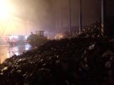 AKTUÁLNĚ: V příbramských Kovohutích hoří, na místě zasahuje několik hasičských jednotek (12)