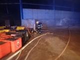 AKTUÁLNĚ: V příbramských Kovohutích hoří, na místě zasahuje několik hasičských jednotek (13)