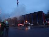 AKTUÁLNĚ: V příbramských Kovohutích hoří, na místě zasahuje několik hasičských jednotek (15)