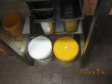 Znečištěná podlaha v kuchyni ()