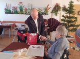 Seniorům se splnila přání, dárky mohl koupit kdokoliv (6)