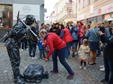 Agentuře VDN promo se podařilo oživit nejen sochy, ale i Pražskou ulici (37)