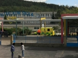 Vrtulník odlétá se žákem ZŠ Školní, zraněném při pádu z výšky (7)
